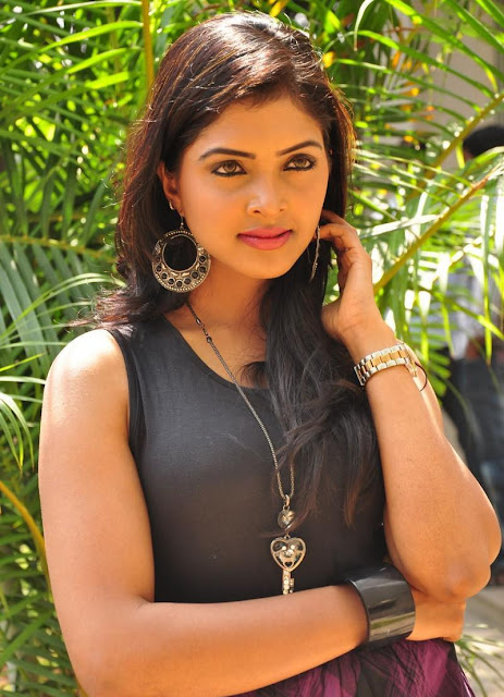 Sanchita padukonee wallpapers