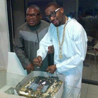 D'banj cuts birthday cake