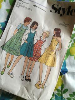 1970s girls dress pattern