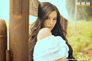Cute chinese model Yang Qi Han