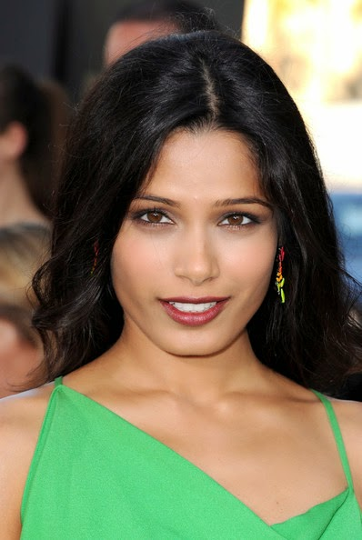 Freida Pinto's Hot Sexy Sizzling Unseen Hot Pics In Her Mini Skirts