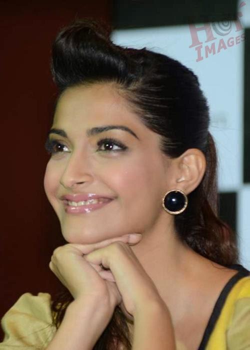 Sonam Kapoor cute expression