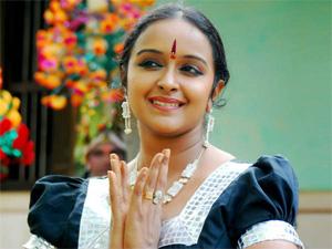 Shalu Menon  Malayalam Film Actress -Dancer Shalu Menon