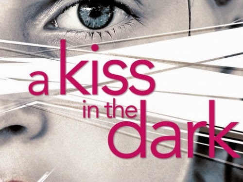 A kiss in the dark de Cat Clarke