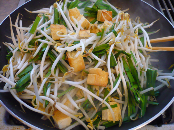 Much Ado About Fooding: Recipe - Tofu & Bean Sprout Stir-Fry