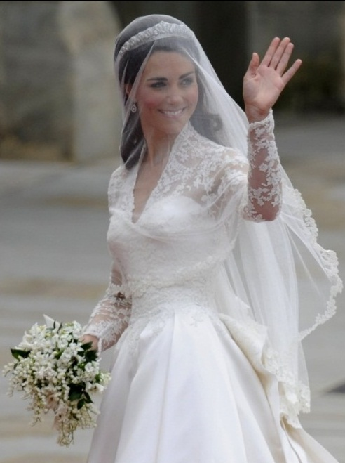 Beaubazar a princess 39 diary kate and william royal for Princess catherine wedding dress