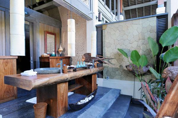 Puri-Ikan-Bath-1-Jasri-Beach-Villas-in-Bali