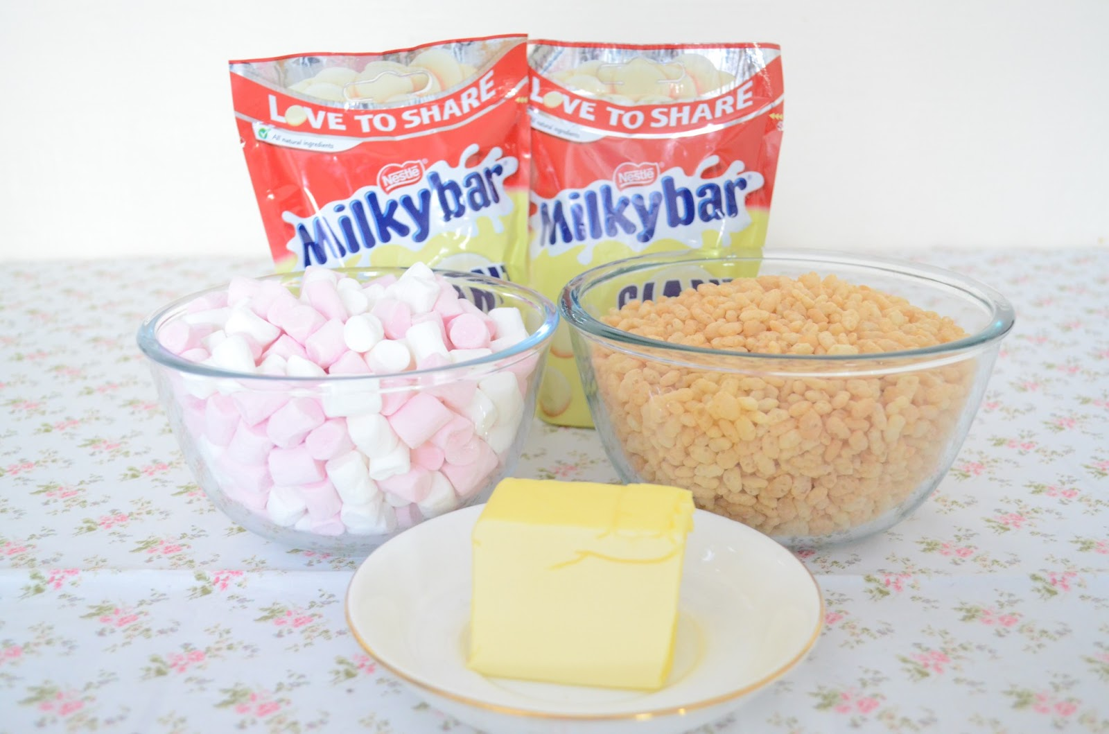 White Chocolate Marshmallow Crispy Cakes Uk