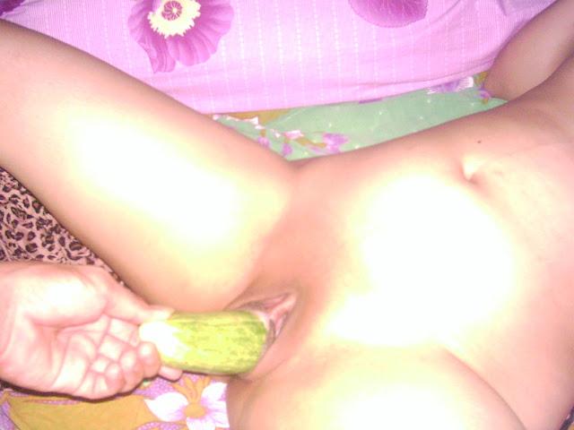 Isteri bersama Timun Lobak dan Terong melayu bogel.com