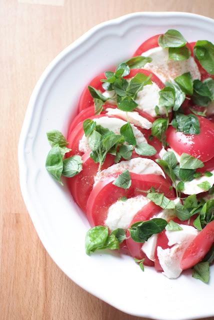 http://smykwkuchni.blogspot.com/2015/07/pomidory-z-mozzarella.html
