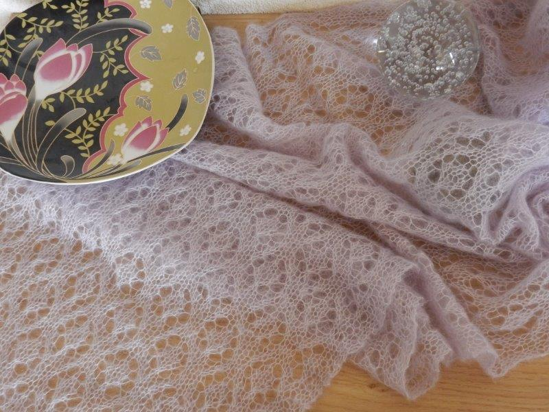 TE KOOP : grote lila kidsilk sjaal.