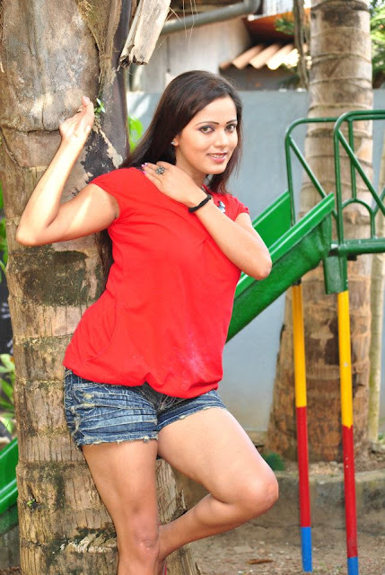 Nethu Priyangika Red Blows Hot