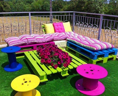 Terraza con muebles reciclados palets y - Muebles de terraza con palets ...