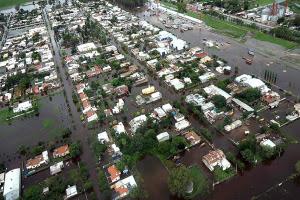 Inundaciones afectan ciudad de Lujan en Argentina