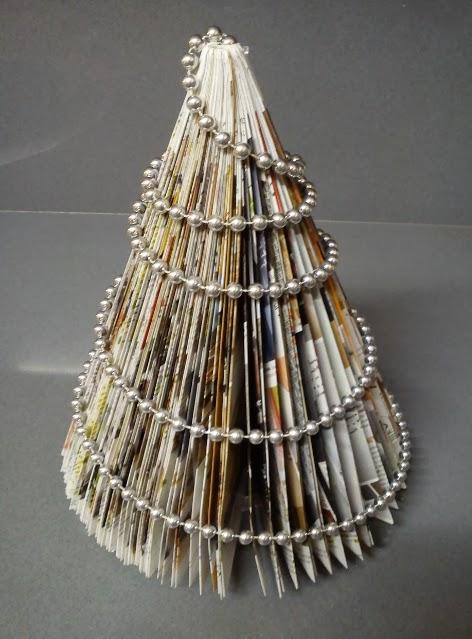 10 rboles de navidad hechos con papel de peri dico - Arboles de navidad de papel ...