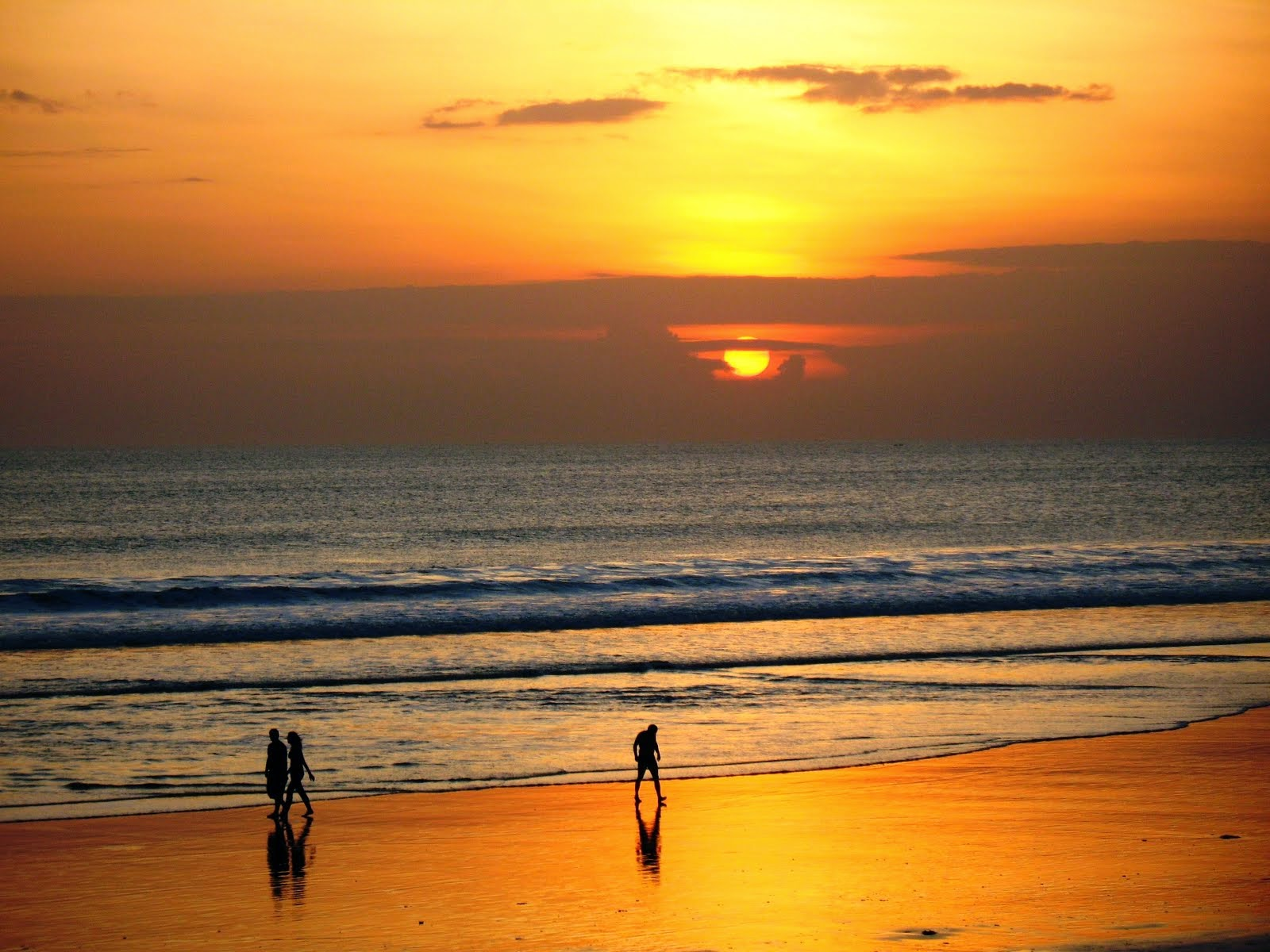 Foto pantai pasir putih kuta bali