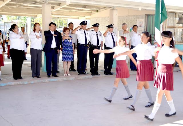Inician Ciclo Escolar 2013-2014 con Lunes Cívico en el Instituto