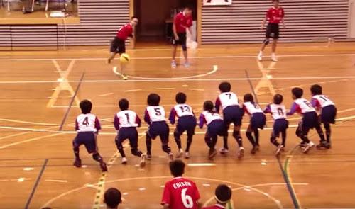 É assim que as crianças jogam queimada na Ásia