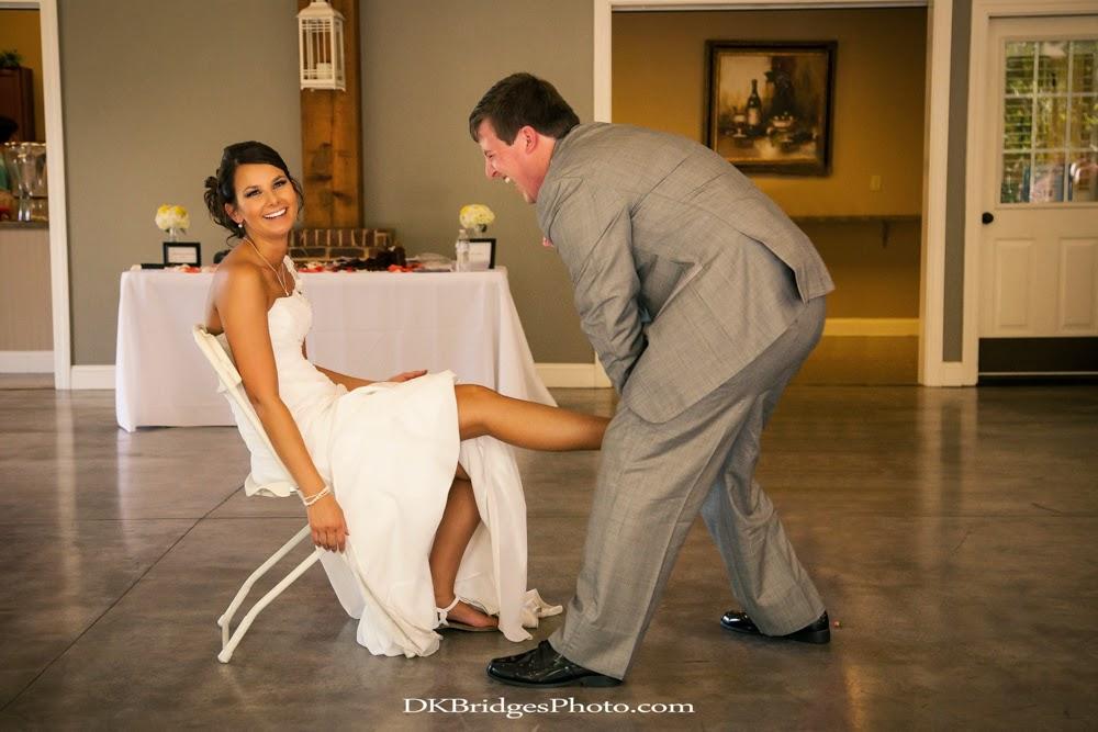 IMAGE: http://1.bp.blogspot.com/-rDlqiE9KmHw/U6re8oo7McI/AAAAAAAAPdY/RbLcbsNpNIc/s1600/wedding+edits+FINALS+web+(314+of+335).jpg