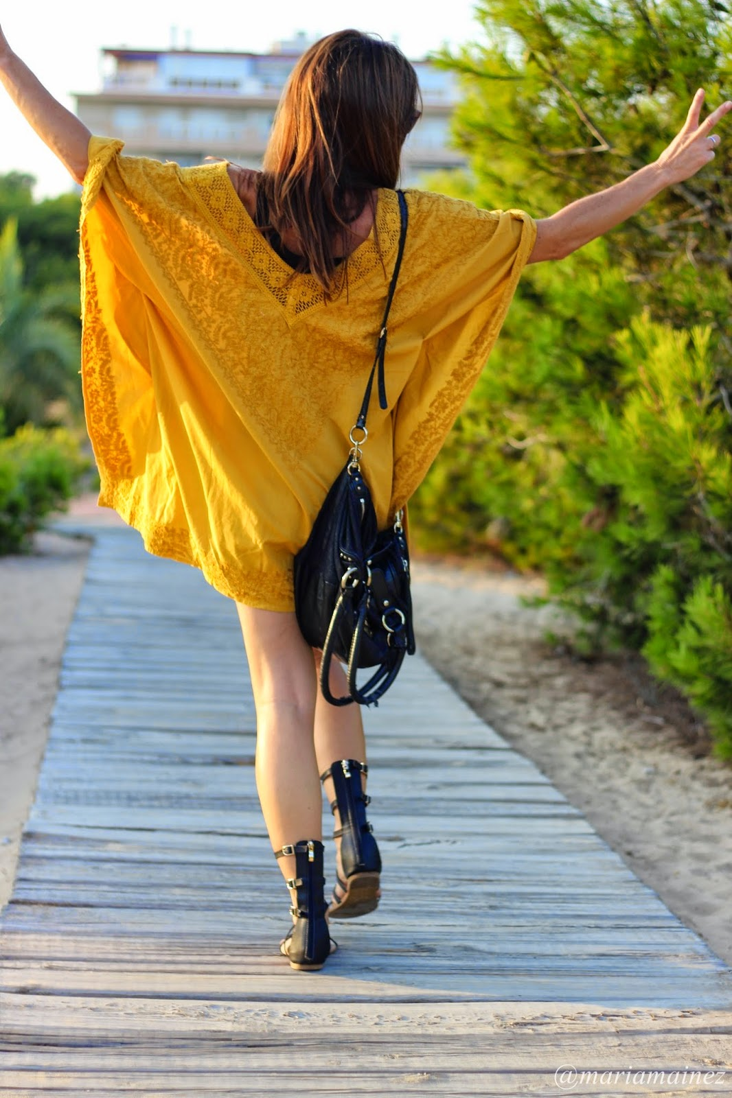 hippie chic  - ombak sunnies - poncho mostaza