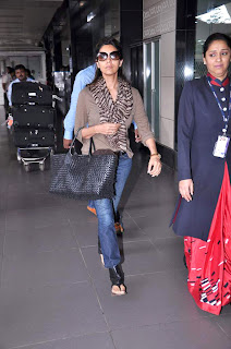 SRK Wife Gauri Khan snapped at International airport
