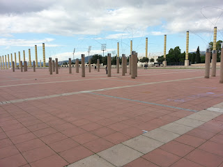 flagstones and concrete posts - barcelonasights blog