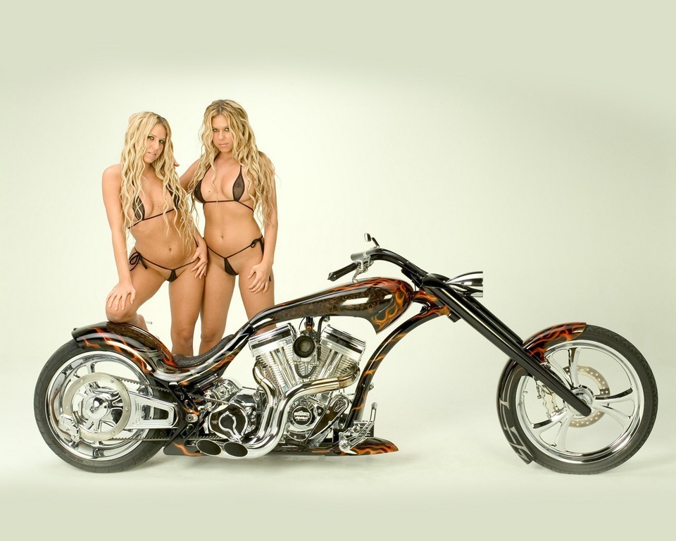 Motorcycle Nude: Chopper Hot Sexy Bikini Girls Babes