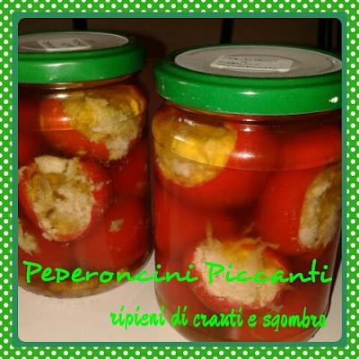 peperoncini piccanti ripieni di crauti e sgombro