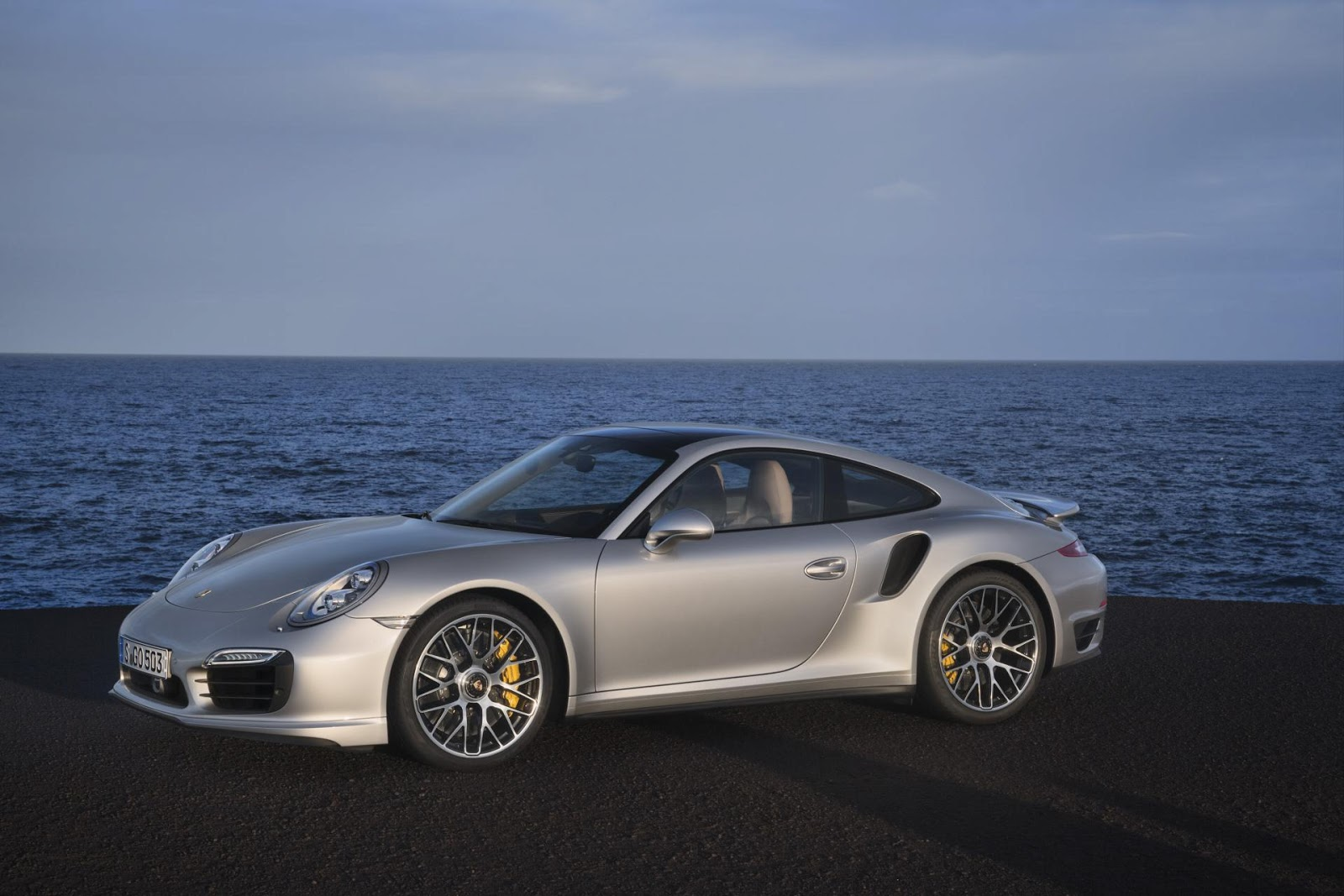 porsche 911 turbo s coupe 2014 hottest car wallpapers bestgarage. Black Bedroom Furniture Sets. Home Design Ideas