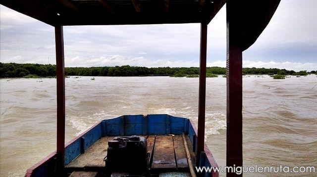 Barco-Tonle-Sap-Camboya