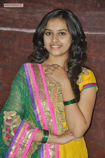 Varutha-Padatha-Valibar-Sangam-Heroine-Sri-Divya-Stills