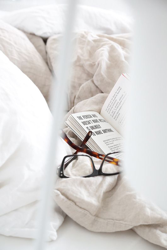 Reading in bed | Image via Trendenser