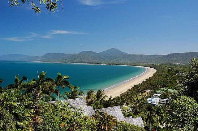 World 39 S Most Beautiful Paradise Beaches Four Mile Beach In Queensland Australia