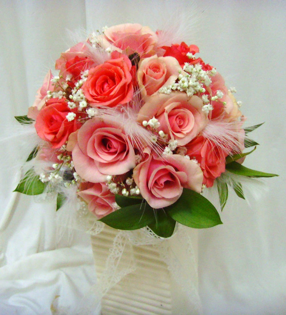 Wedding flower bouquets learn about the different shapes for Bridal flower bouquets ideas