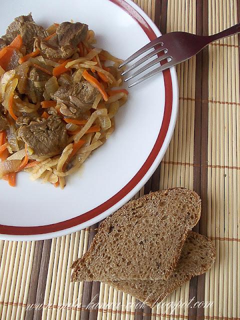 Говядина с овощами, корицей и гвоздикой