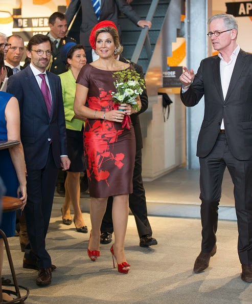 L-R) Hans de Jong, Queen Maxima of The Netherlands and Hans Schroder attend the opening of the new Markthal on 01.10.2014 in Rotterdam, Netherlands. The horseshoe-shaped arch is the first indoor fresh food market in The Netherlands while its walls and roof are 228 appartments