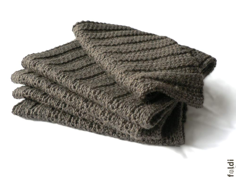 foldi: Ribbed camel scarf in truffle colour