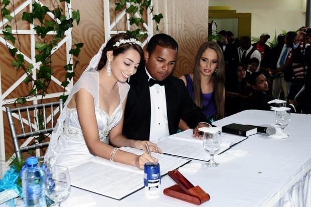 Matrimonio Catolico Y Testigo De Jehova : Testigos de jehová celebran primera boda no católica en rd