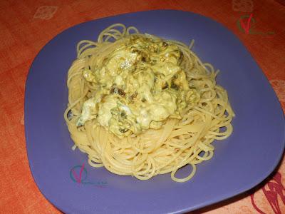 Espagueti con salsa de cebolla y yogur