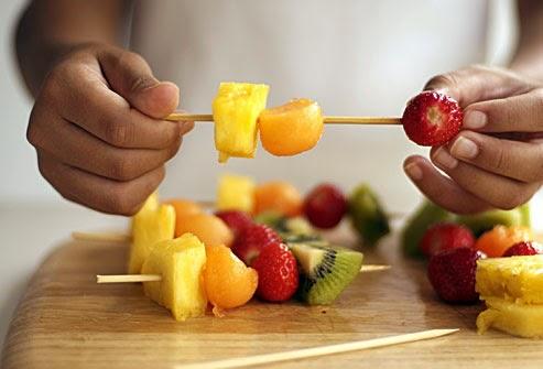 Pinchar la Fruta lavada y escurrida