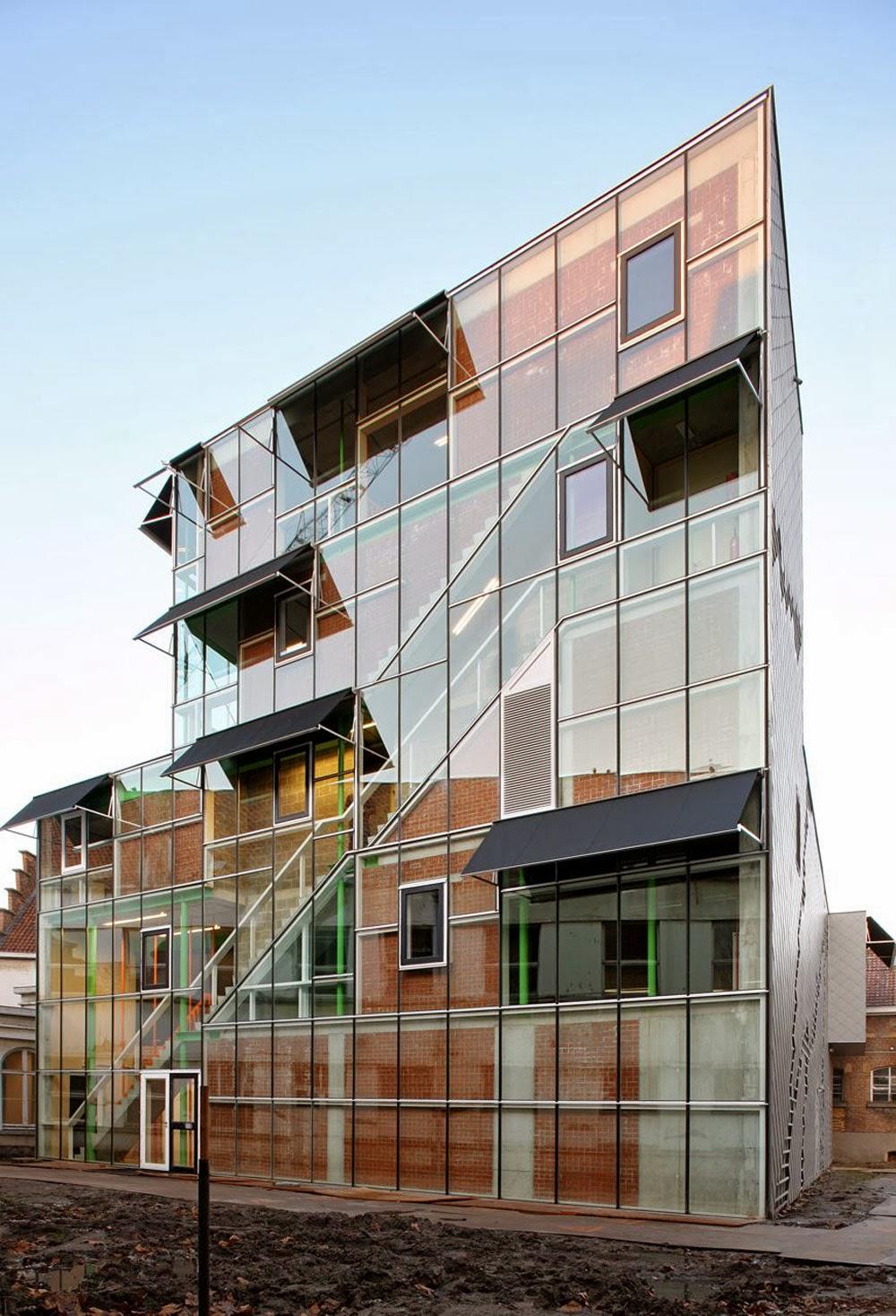 Edificio Dentro de Otro Edificio - LOD   [ Arte+ ]