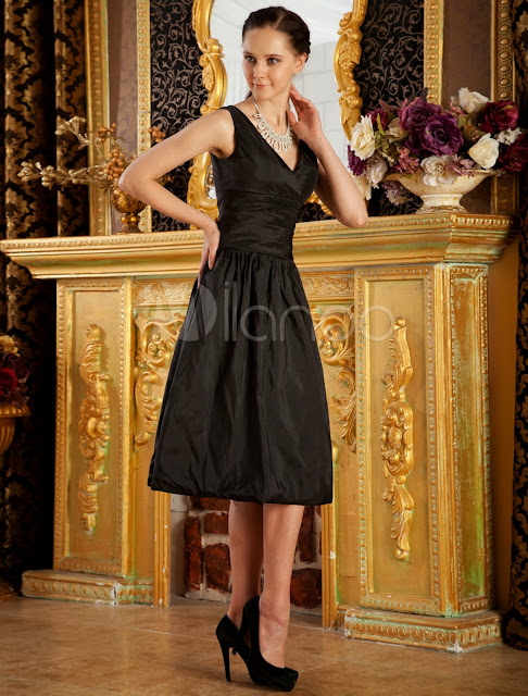 China Wholesale Clothes - Black V-Neck A-line Pleated Taffeta Bridesmaid Dress