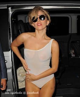 Lady Gaga Separuh Bogel