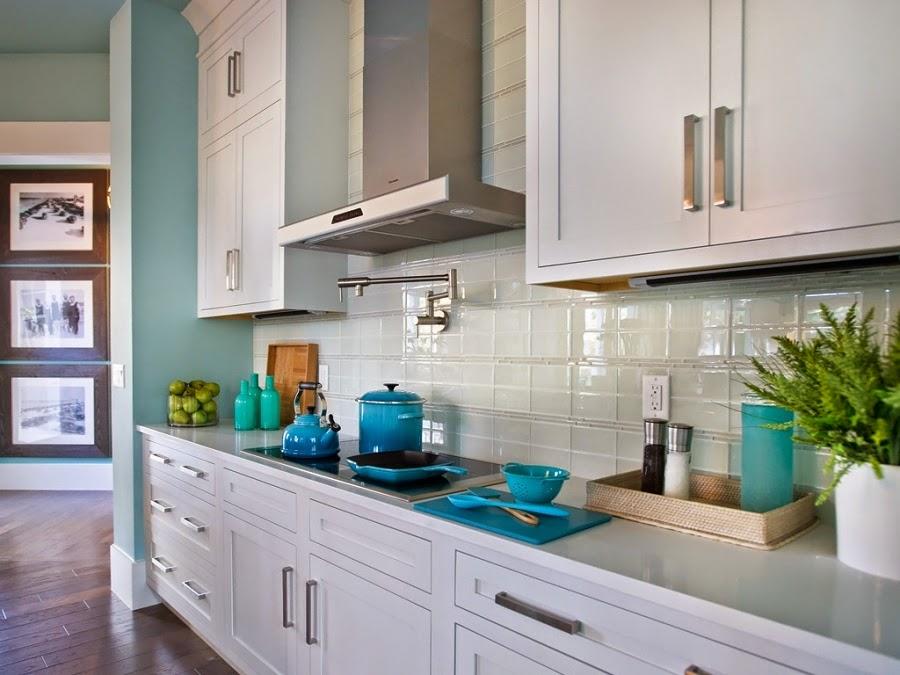 dom, wnętrza, mieszkanie, wystrój wnętrz, home decor, aranżacje, dekoracje, kuchnia, jadalnie, wyspa kuchenna, błękit, turkus, mięta, szarości, garnki