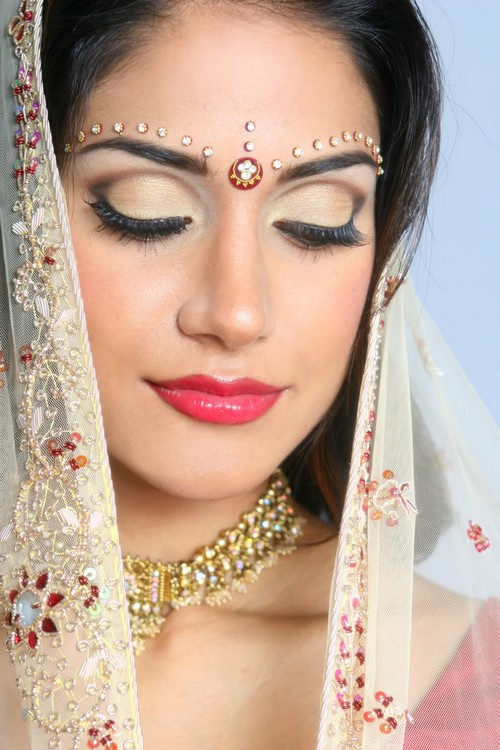 How To Apply Bridal Eye Makeup : Bridal Eye Makeup