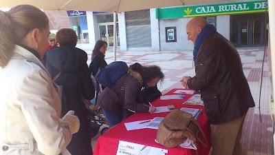 Mesa de recogida de firmas de los socialistas bejaranos