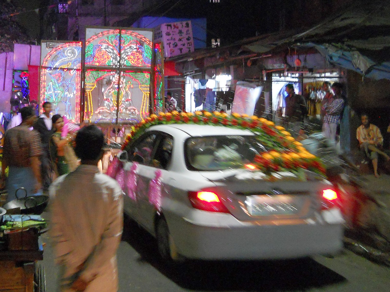 Ночная свадебная процессия в Калькутте