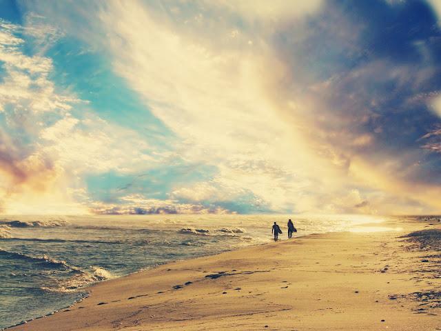 "<img src=""http://1.bp.blogspot.com/-rJ1Z1Zh43Cs/UeCiIjUlVLI/AAAAAAAAAwo/oShMJ347Xsw/s1600/wallpaper-160722.jpg"" alt=""Beach wallpapers"" />"