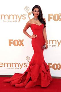 Nina Dobrev in abito lungo rosso