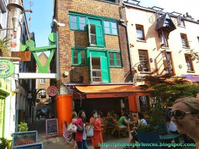 Colouful buildings at Neal's Yard, London. Edificios multicolor de Neal's Yard, Londres.